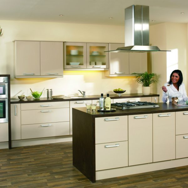 Sand beige kitchens direct ni for Kitchens direct